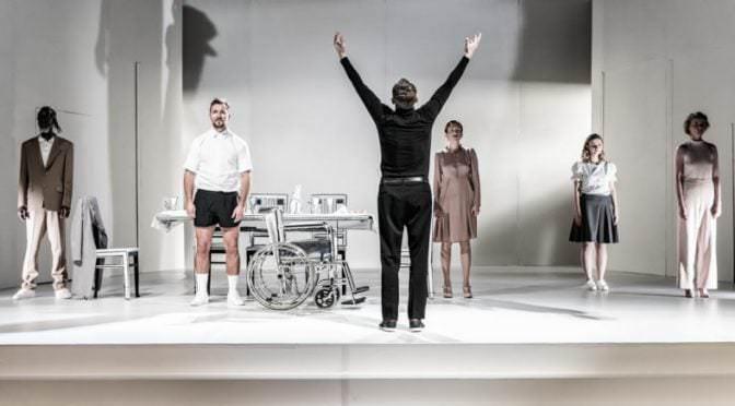 «Mein Kampf» в «Театре Повшехном». Получил бы Адольф Гитлер авторский гонорар от театра?